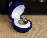 beautiful vintage ring with cubic zirconia crystal